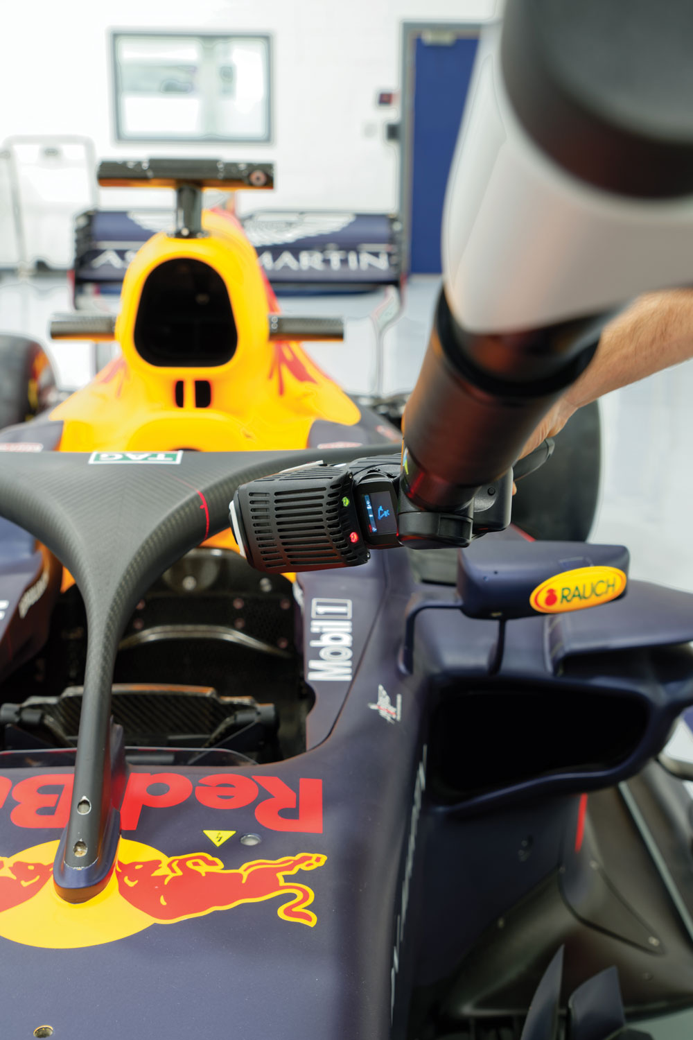 Absolute-Arm-7-axes_Application_Red-Bull-Racing_2