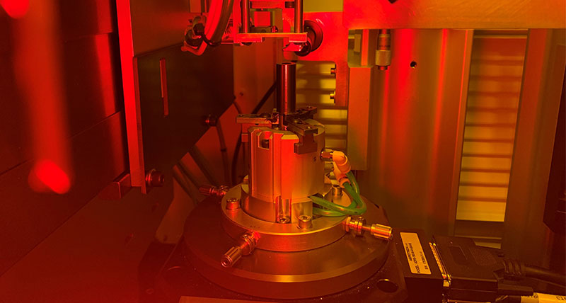 Resonator-core-positioned-on-the-laser-lithography-machine-